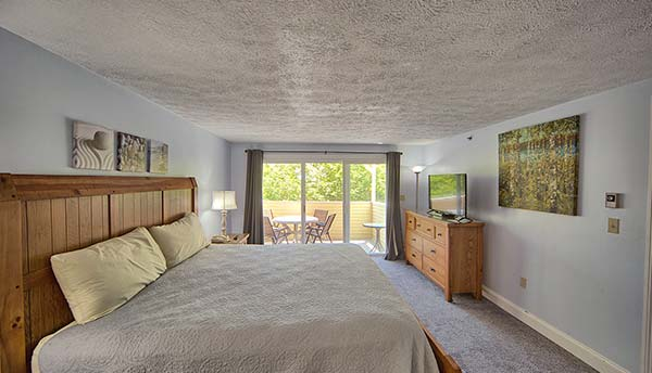 We offer spacious bedrooms in our hotel condominium in Maine