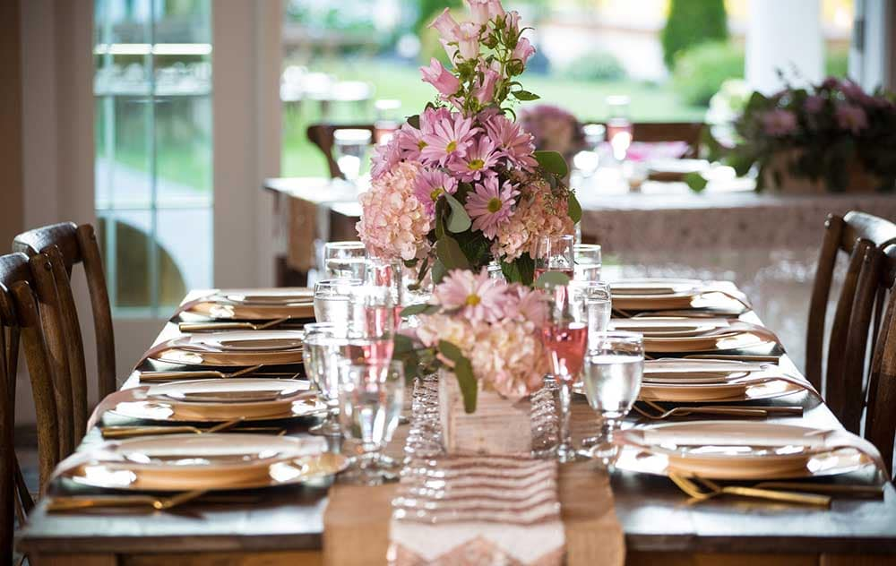 Wedding table setting with pink flowers