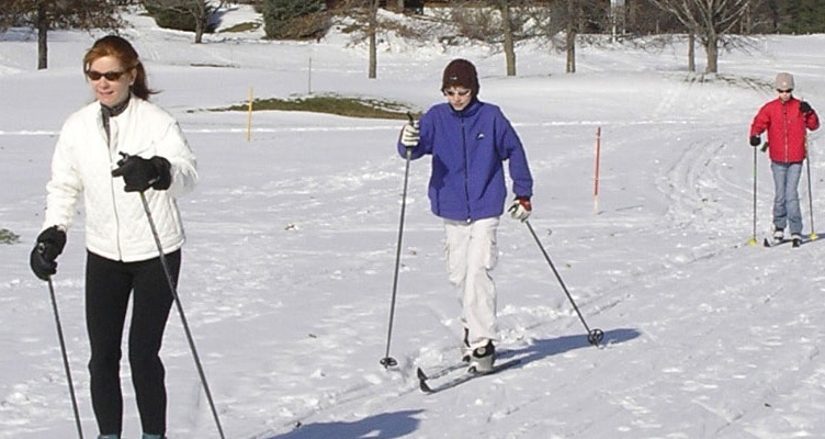 This image has an empty alt attribute; its file name is xcskiing.jpg